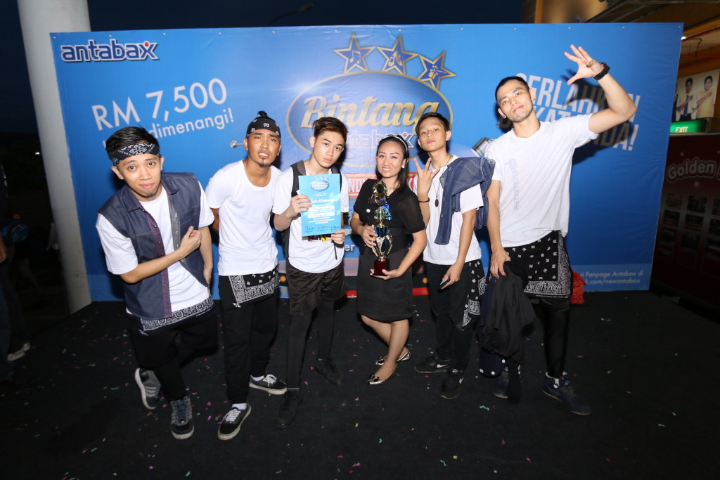 1st runner up of Bintang Antabax Bersama Servay - Swagger Squad.  Their dance was engaging, dancing since primary school.