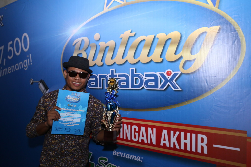 Somali Loli, took the 2nd runner up of Bintang Antabax Bersama Servay, with his amazing puppetry performance.