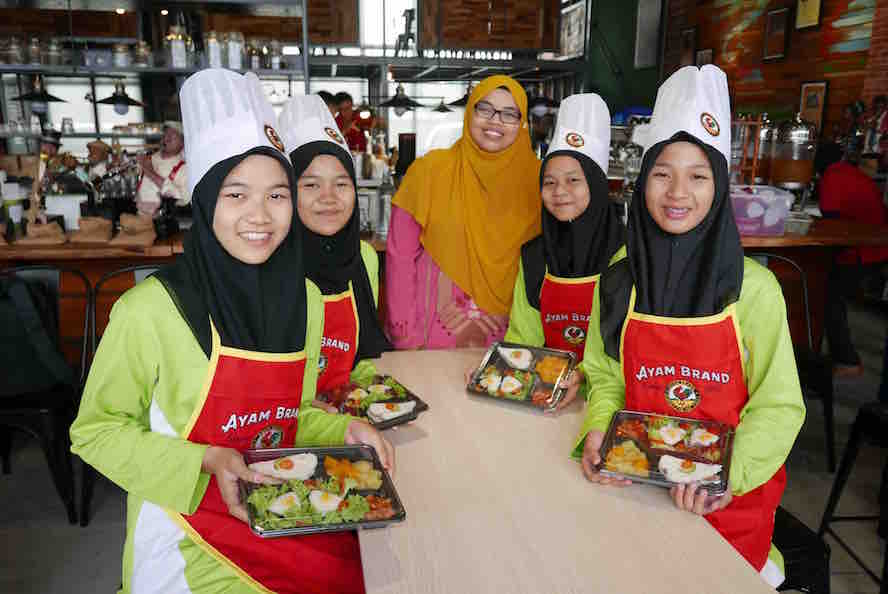 These students are amongst the coolest people I met in Sarawak