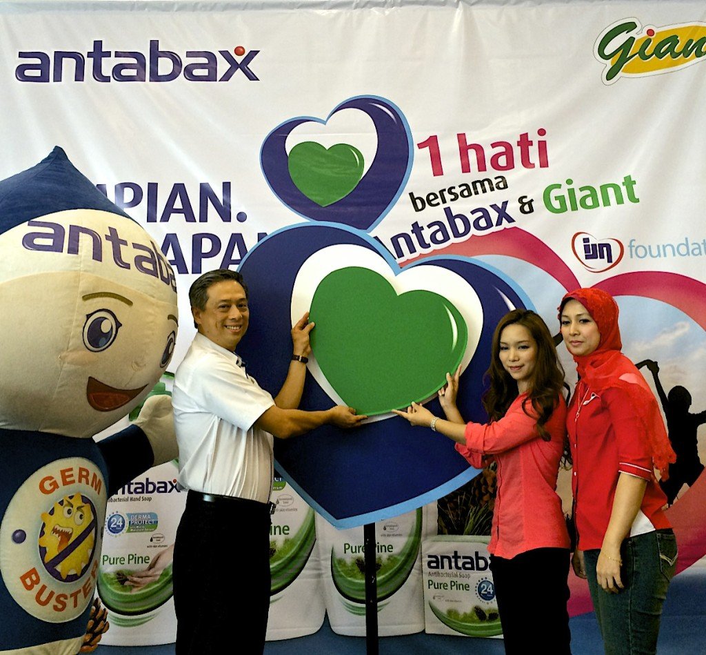 (From left) With all their heart! Germbuster with Mr. Francis Ng, General Manager, Household & Personal Care, Marketing Division of Lam Soon Edible Oils Sdn Bhd, Ms Norine Erica Majaman, General Manager of Marketing, GCH Retail (M) Sdn Bhd and Puan Ritzzawati Rosli binti Mohd Rosli, Manager of IJN Foundation launching the One Heart Charity Fundraising Campaign.