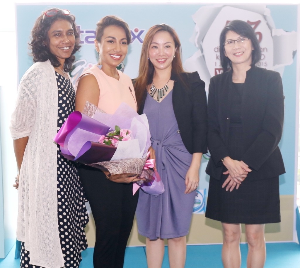 WAO's Executive Director, Ms Sumitra Visvanathan, Ning Baizura, Group Product Manager, Household & Personal Care, Marketing Division of Lam Soon Edible Oils Sdn Bhd, Ms Angeline Sim, Senior Category Manager, Merchandising-Health & Beauty of GCH Retail (M) Sdn Bhd, Ms Ellen Wong Ching May.