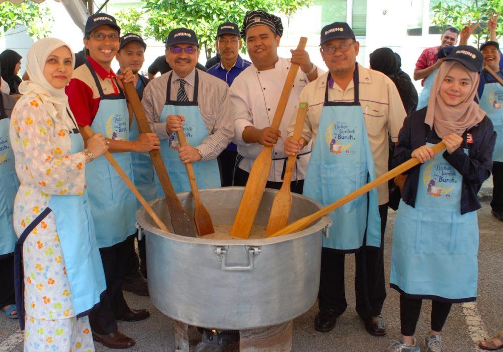 Bubur Lambuk Cap Buruh a collaborative effort by UiTM Puncak Alam and Cap Buruh cooking oil