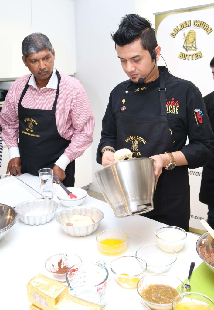 Mr. Mohan and Chef Dato Fazley Yaakob focus during the cooking demonstration