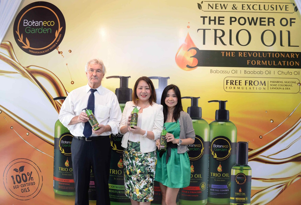 Mr Peter Dove, CEO, Chief Executive Officer, Guardian Healh & Beauty Sdn Bhd,   Ms Elyse Lee, Senior Regional Business Manager, Group Health & Beauty Private Label, The Dairy Farm Group and Ms Cheryl Young, Corporate Brand Marketing Manager, Group Health & Beauty Private Label, The Dairy Farm Group at the launch of Botaneco Garden Trio Oil Hair & Body Collection