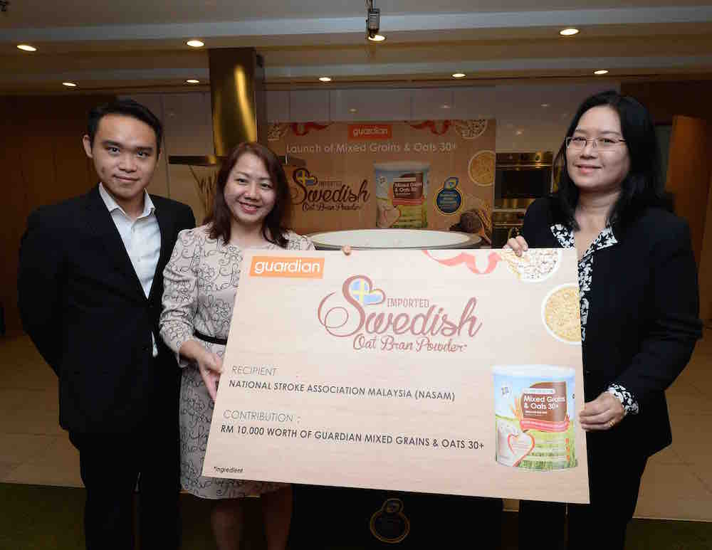 Mr Loh Yen Hon, Head of Health, Guardian Malaysia and Ms. Elyse Lee, Senior Regional Business Manager, Group Health & Beauty Private Label, The Dairy Farm Group presenting mock cheque to Ms. Sylvia Chong, General Manager of National Stroke Association of Malaysia (NASAM).