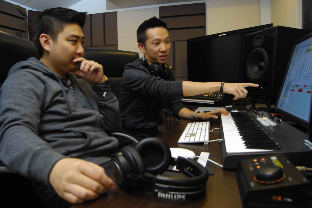 : Whether for professional use among DJs, musicians and producers or looking for headphones for personal use, if you take music and sound quality seriously and you want a long lasting product, Simon Lee recommends A5-PRO will be the best choice.