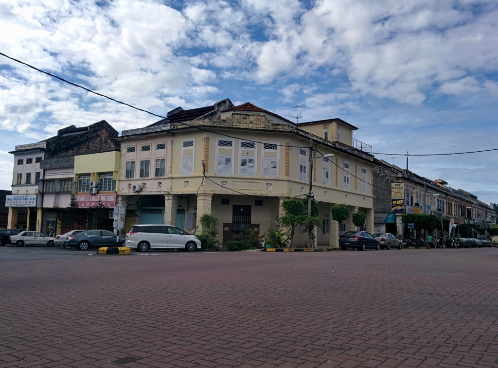 This is my favorite building in Kuala Kubu Bharu, which is now occupied by a group of tailors
