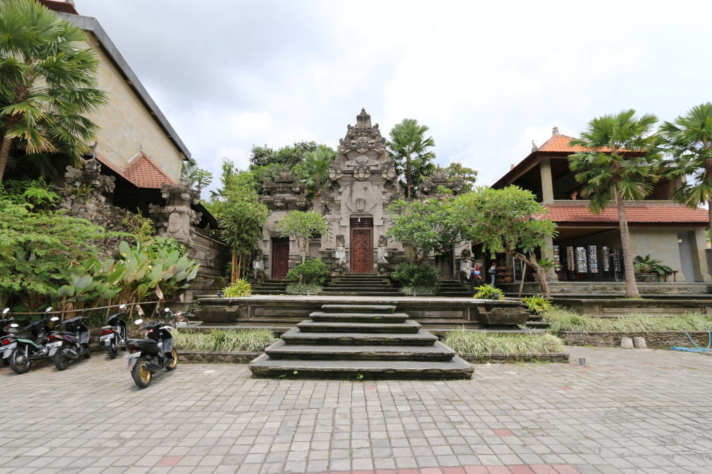 The main entrance of Museum Puri Lukisan