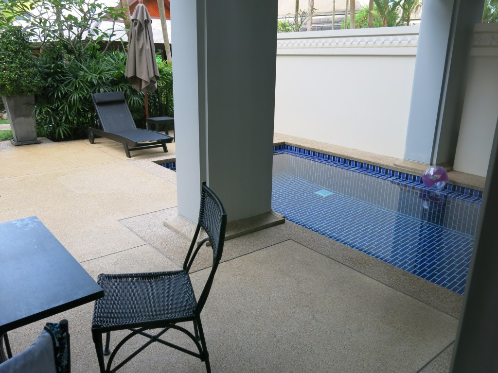The pool that comes with the apartment