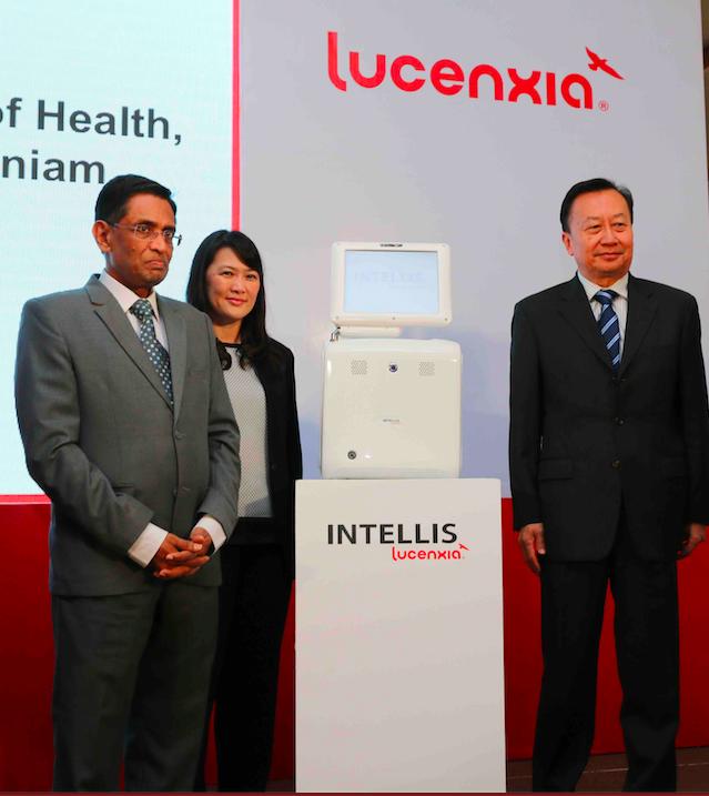YB Datuk Seri S. Subramaniam and Mr. Low Chin Guan together with Lucenxia's INTELLIS APC cycler.