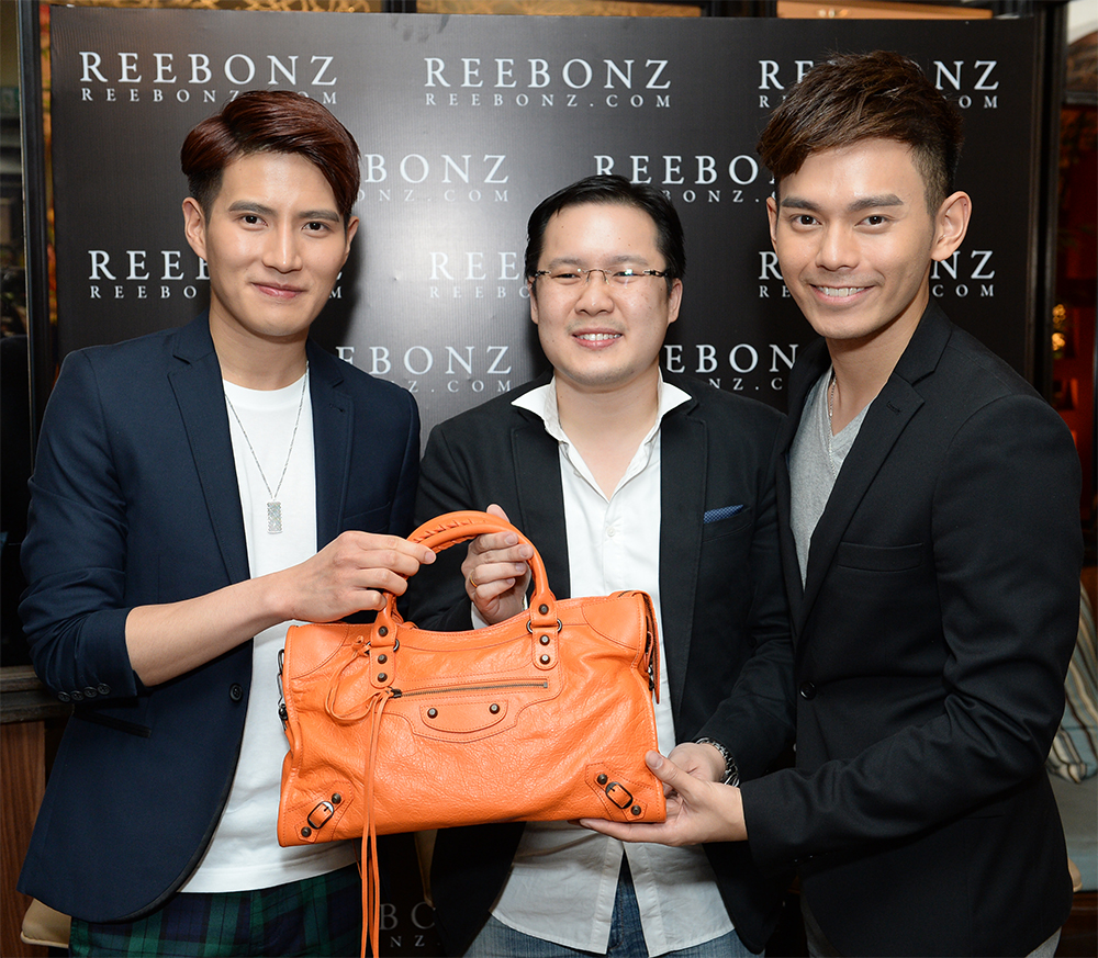 Unveiling the surprise! From (L to R) Sam, Reebonz Malaysia, Country General Manager Mr. Tang Siew Wai and Fuying of FS