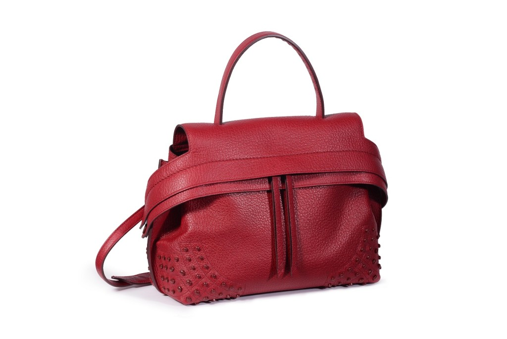 Water elements should opt for unstructured bags such as the Tod's Small Wave Bag