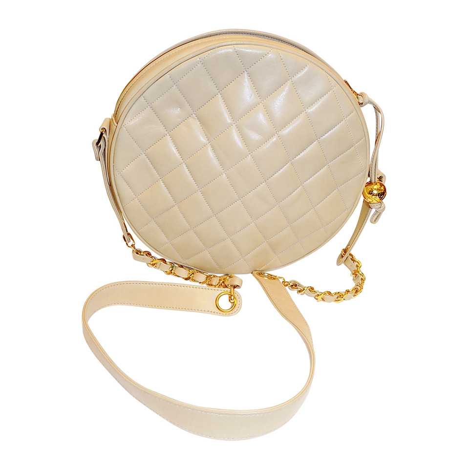 Rounded, hatbox type bags such as the Chanel Crossbody will complement Metal elements