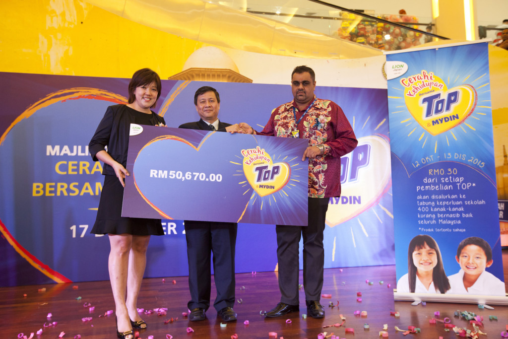 The 'Cerahi Kehidupan Bersama  TOP & MYDIN' campaign has managed to raise a total fund of RM50,670 and the amount will be given away to 400 underprivileged children from 18 charity homes nationwide