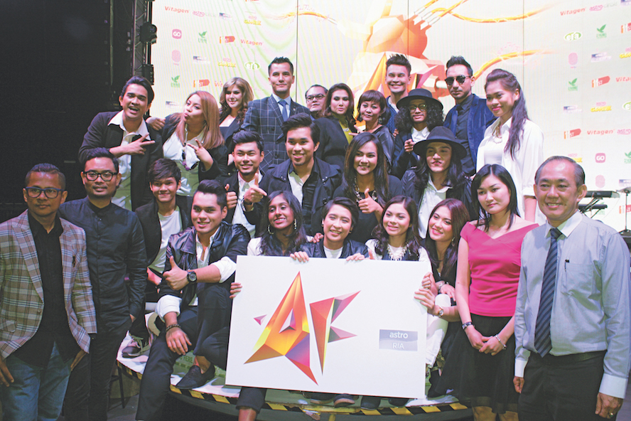 VITAGEN's Deputy General Manager, Mr. Michael Ong (Far Right) and the 14 finalists for Akademi Fantasia 2016.